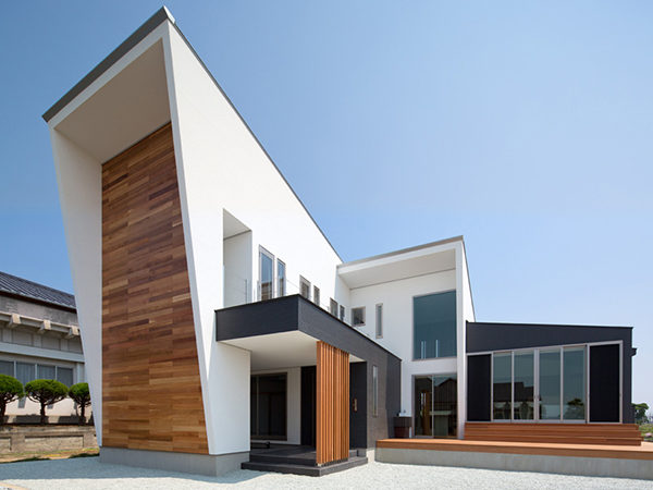 Forward-Thinking Family House with Volumes Integrated