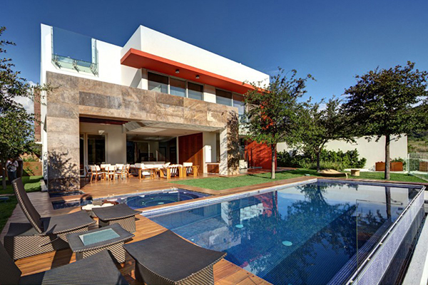 Contemporary Mexican House Juggling With Geometric Volumes and Neat Lines