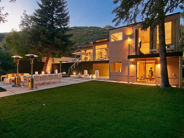 Extravagance And Luxury Casually Displayed By Salt Lake City Home