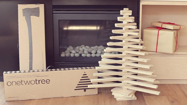 The Lovely Story Behind an Original and Sustainable Christmas Tree Idea [Video]