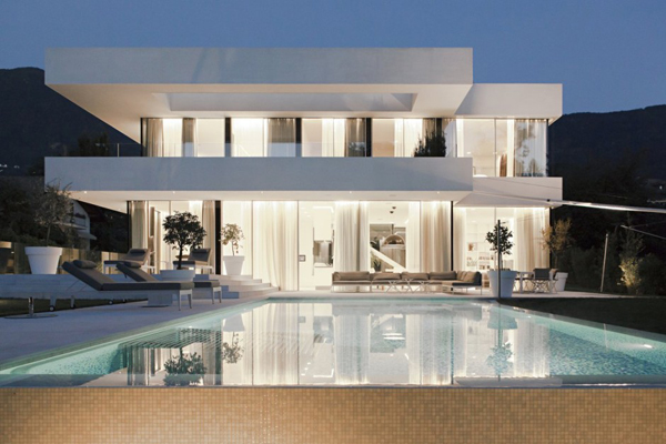 Seamless Transition Between Environments: The House M, Italy