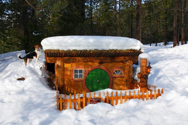 bilbo-house-winter-lg