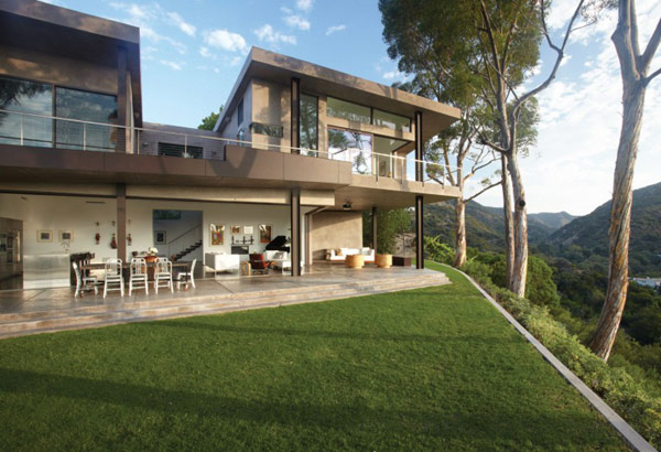 House in LA With Dramatic Panoramic Views: Mandeville Canyon Residence