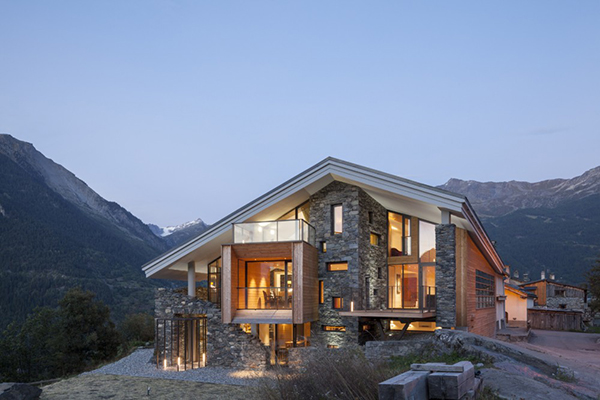 Mountain House Inspired By The Neighboring Rough Landscape