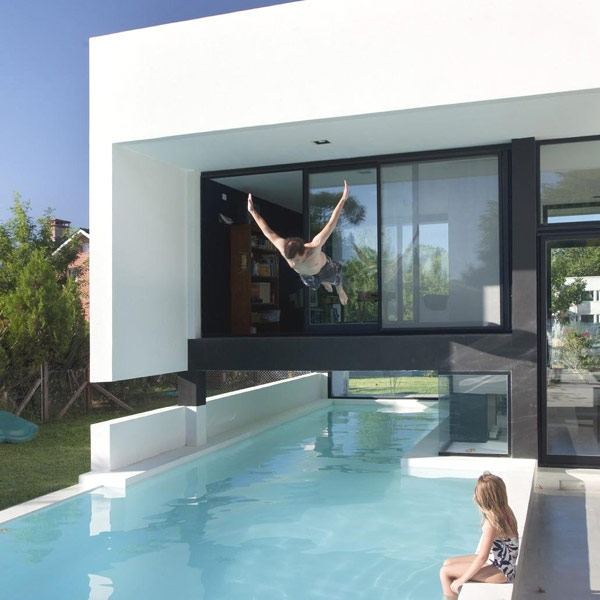 Contemporary House Plans With Pool: Black&White Contemporary Family House With Impressive