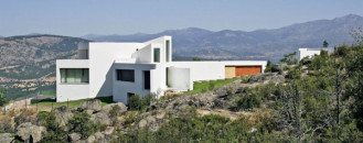 Taking Advantage of a Great Mountain Location in Madrid: Casa El Viento