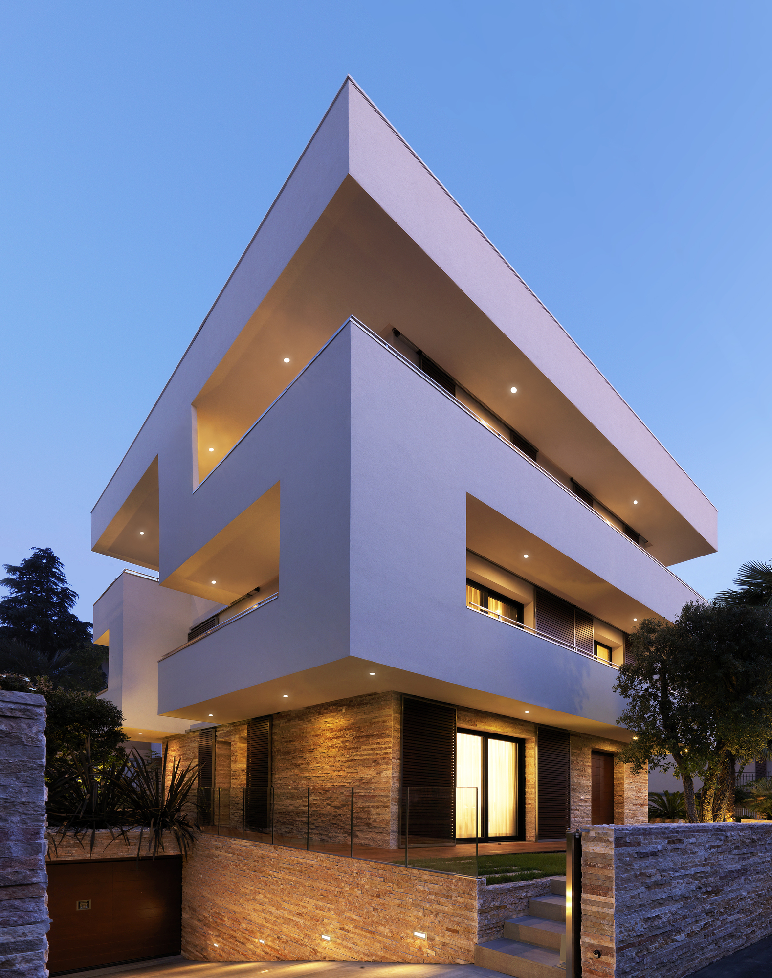 Conceptual design and playful geometry the rgr house in italy