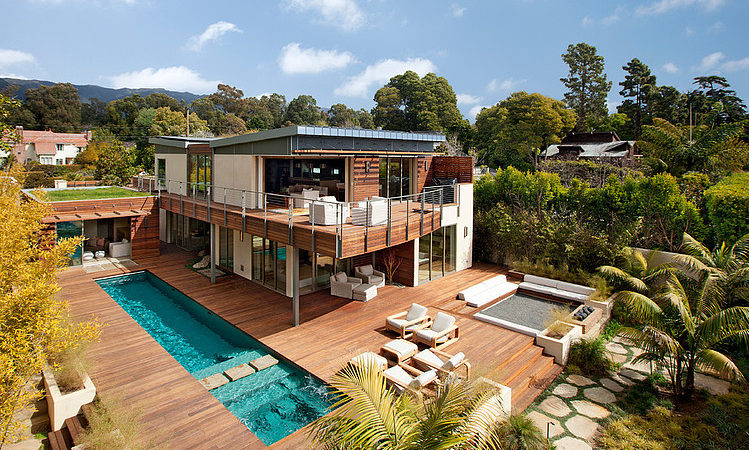 Enchanting Eco-Friendly Home With Gorgeous View Over the Pacific Ocean