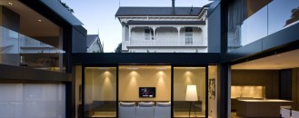 A Dialog Between Environments: City House in Auckland by Architex