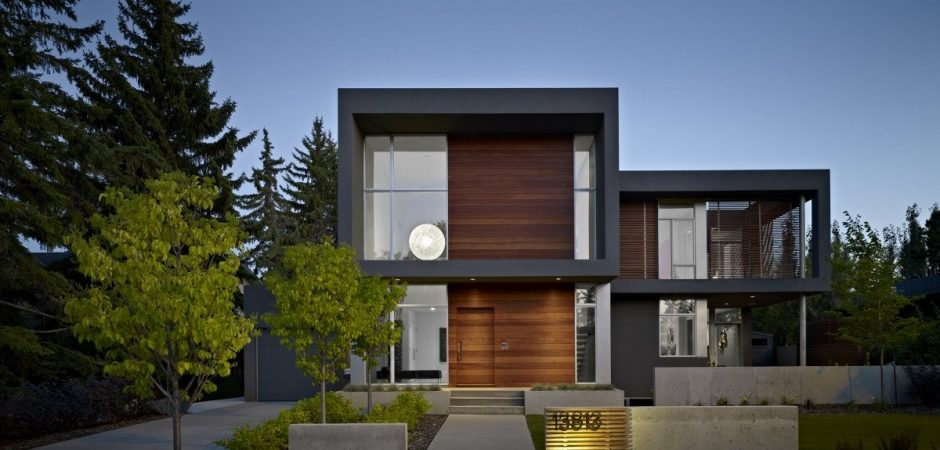 Contemporary House Displaying a Neat Interior: The Summit House