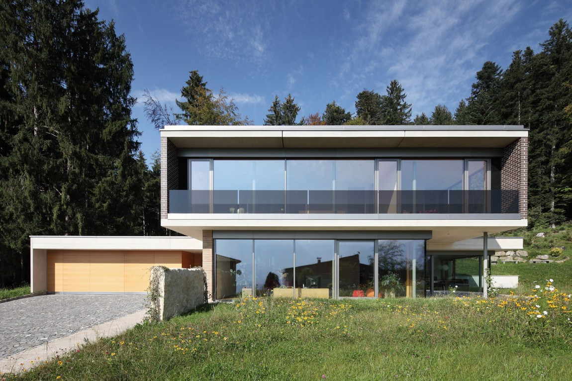 Contemporary house in austria exhaling transparence with staggering view over the mountains