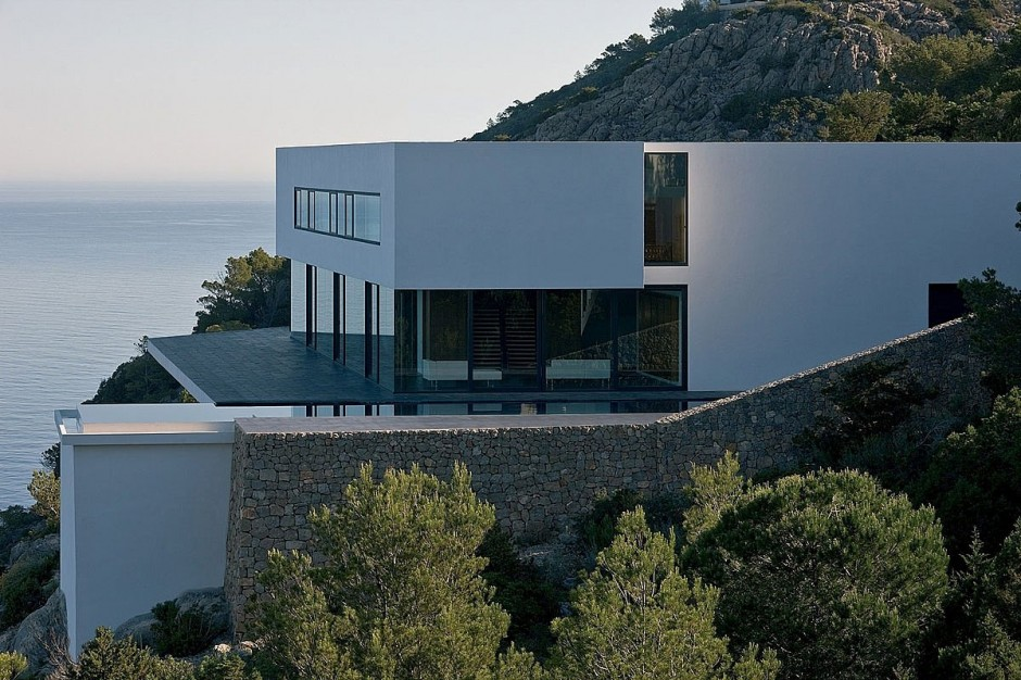Contemporary House Away From the Urban Rush: The Enchanting Solitary AIBS House