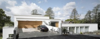 Two Rectangular Volumes Set at Different Levels: House 780 in Manchester