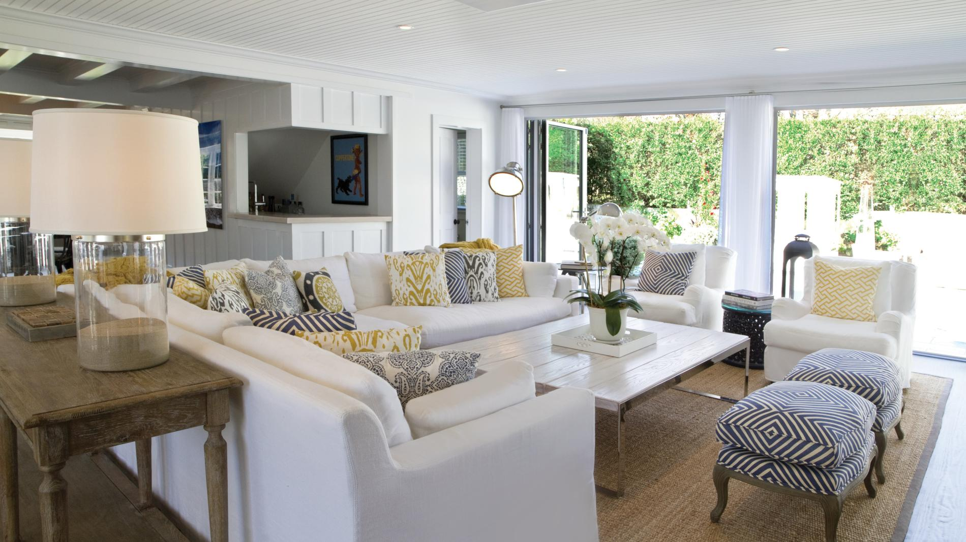 east-hamptons-beach-house-living-room-71881-1900