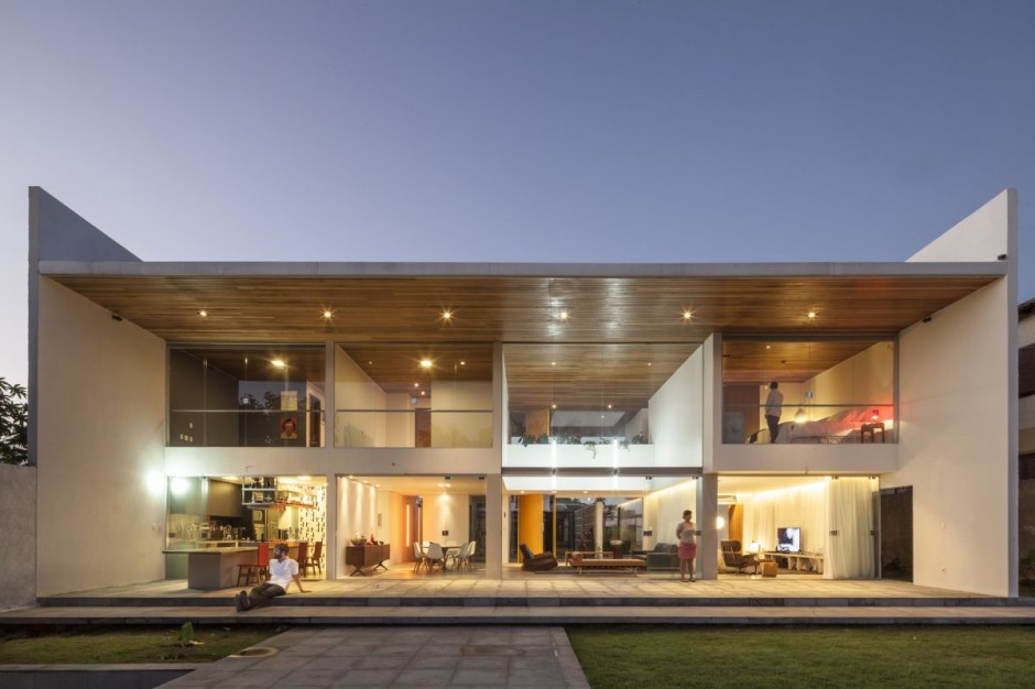 Rectangular-Shaped Contemporary House Exuding Transparence in Brazil