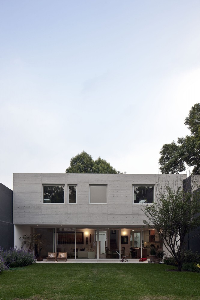 Rectangular Shaped Modern Home Connecting The Inhabitants With The