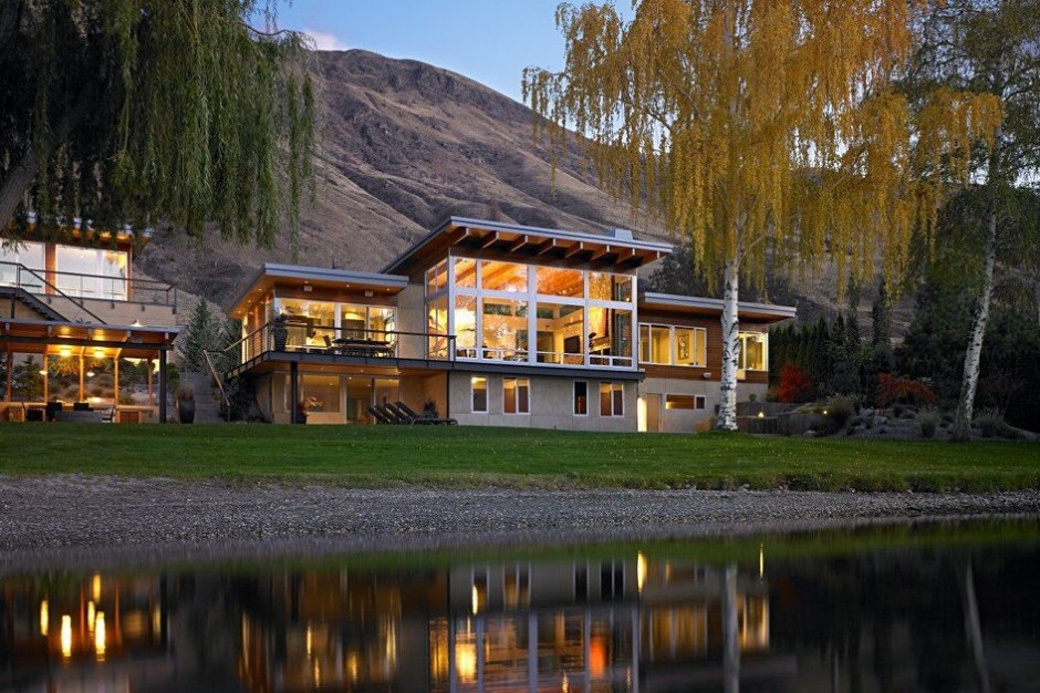 Modern And Bright House With Amazing View Over The Columbia River - Stunning-art-deco-with-spectacular-river-and-city-views