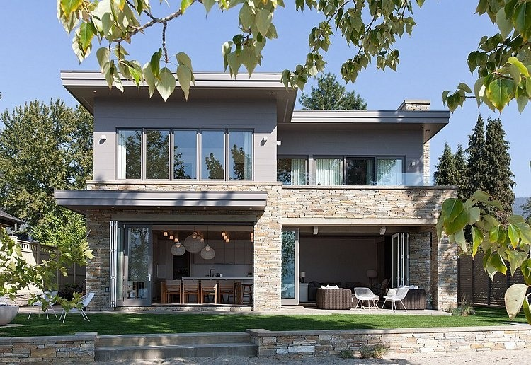 Impressive Two-storey Vacation Home on the Shores of Lake Okanagan