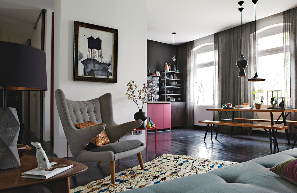 """Stylish and """"Dramatic"""" Apartment in Berlin Designed by Peter Fehrentz"""