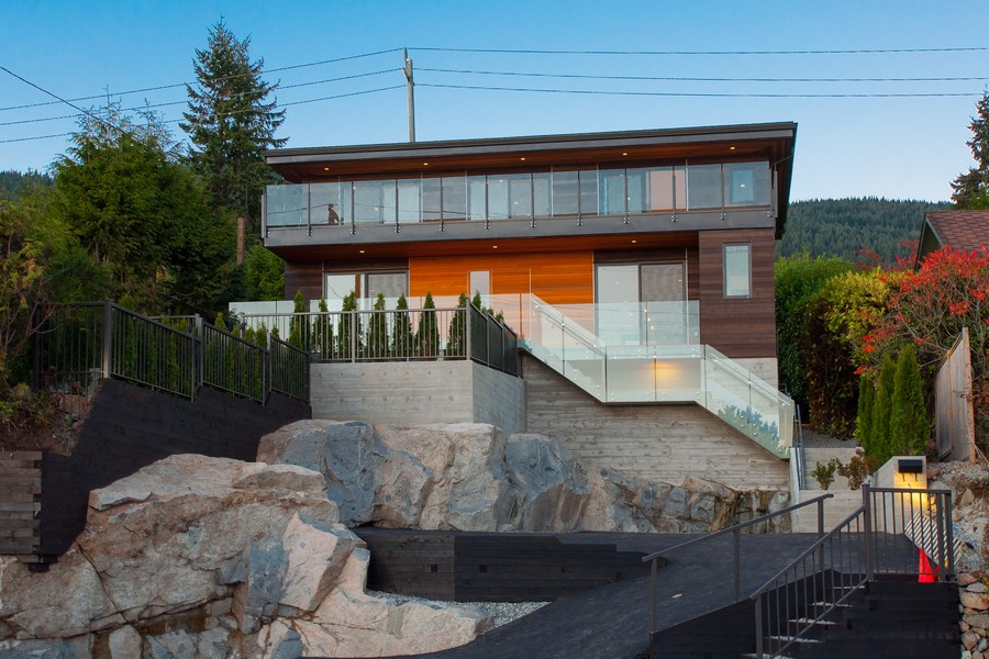 Modern Home in Canada With Extensive Pacific Views by Mehran Mansouri