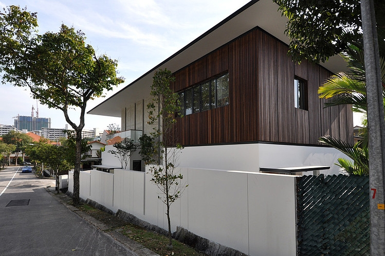 Stylish Bungalow Inspired Residence In Singapore Sunset Terrace