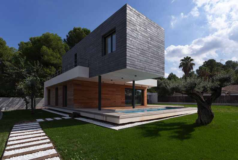 Notable Contemporary Design Approach: Mariam House in Valencia, Spain
