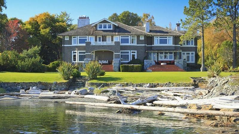 Exclusive Luxury Waterfront Estate with Magnificent Surroundings