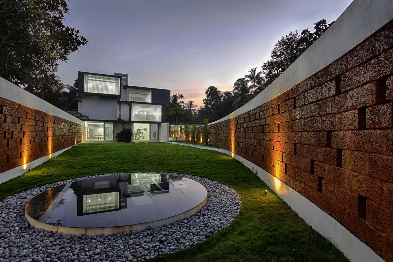 Imposing, Eye-Catching And Mysterious: The Running Wall Residence
