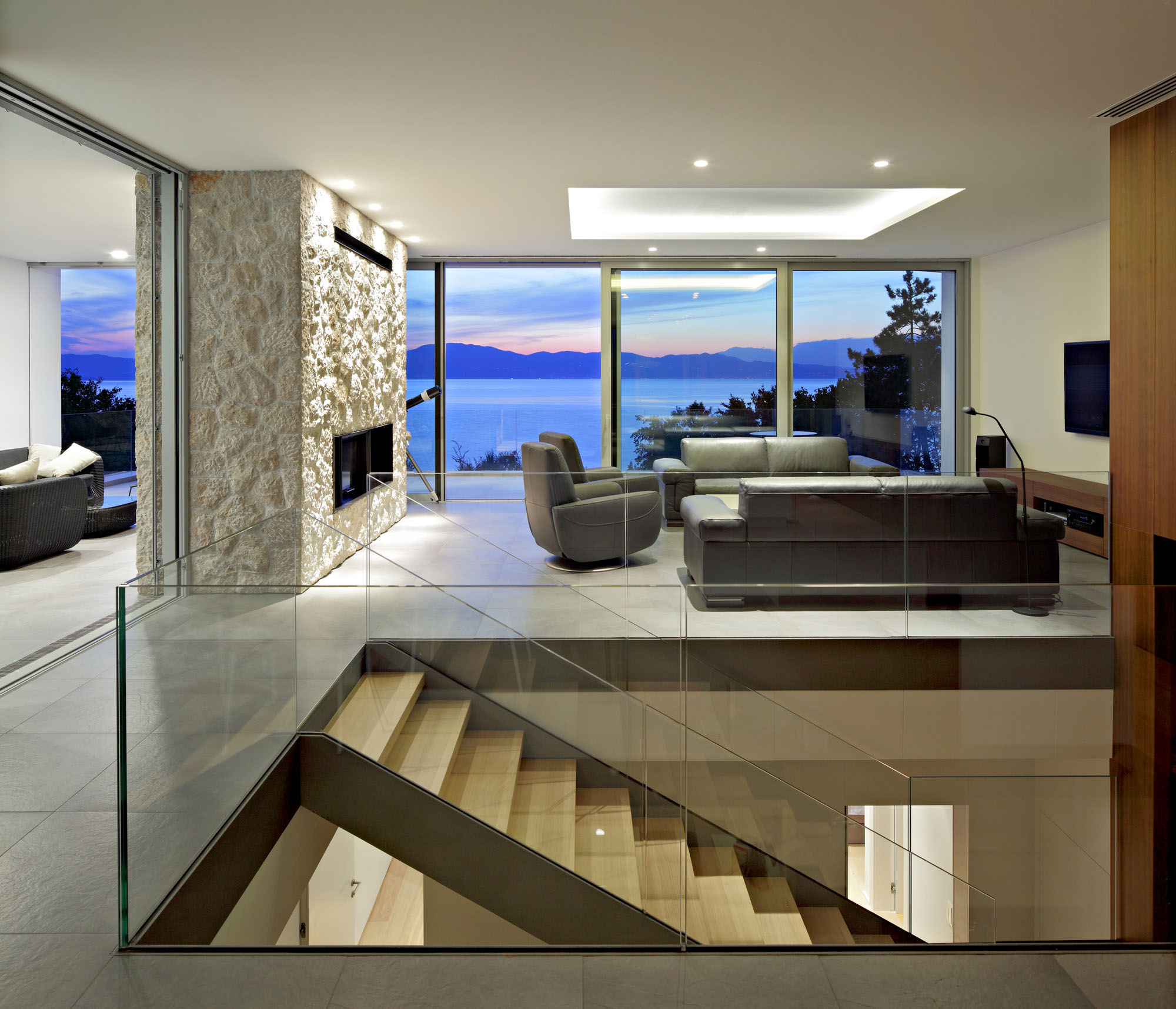 30 Modern Floor-to-Ceiling Windows (29)