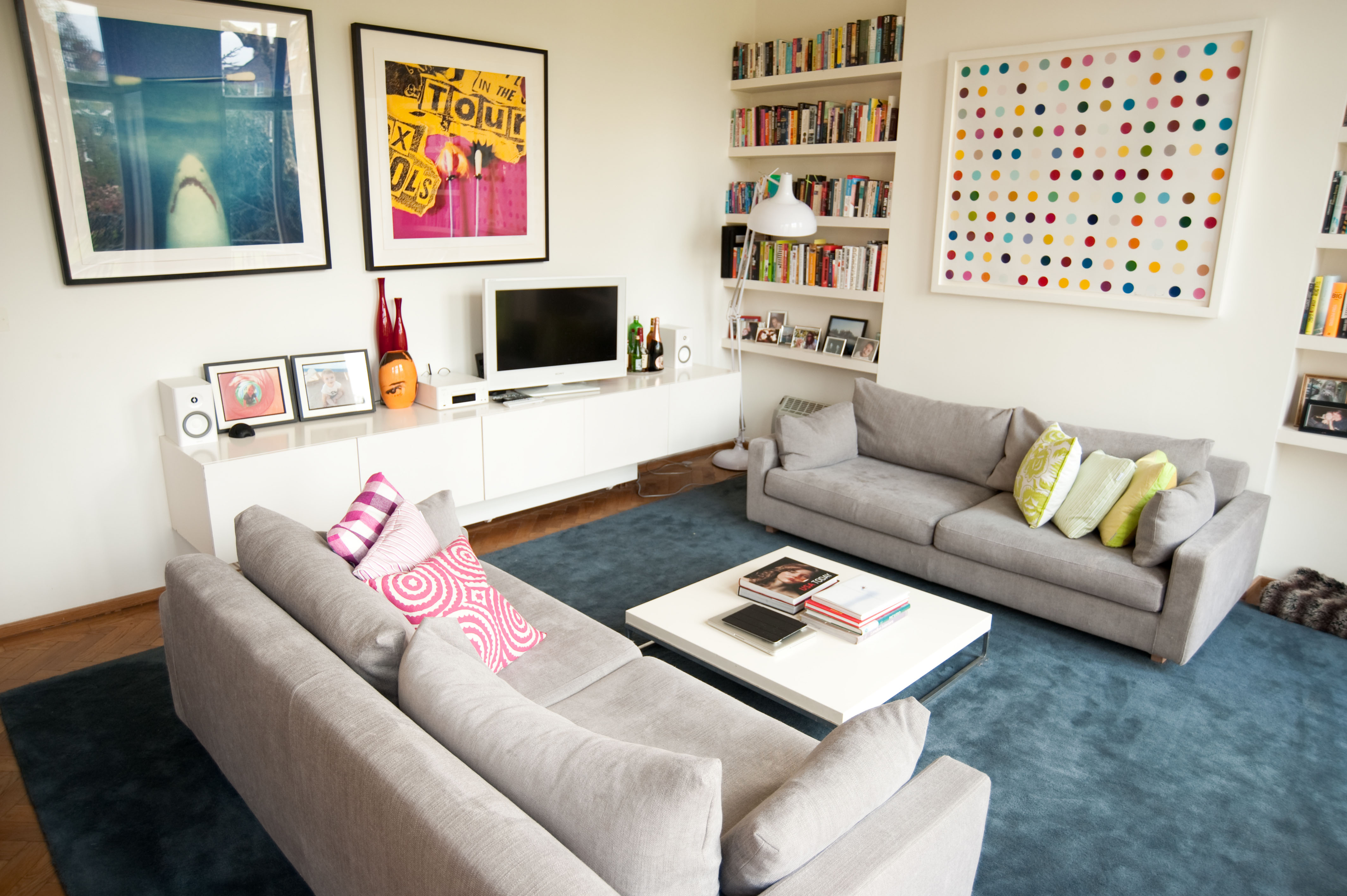 Cheery London Apartment Encouraging a Modern Lifestyle