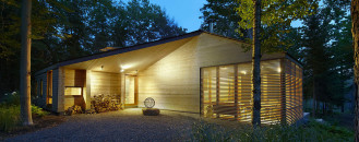 A Fine Blend of Traditional and Modern: Stealth Cabin by Superkül Inc Architect