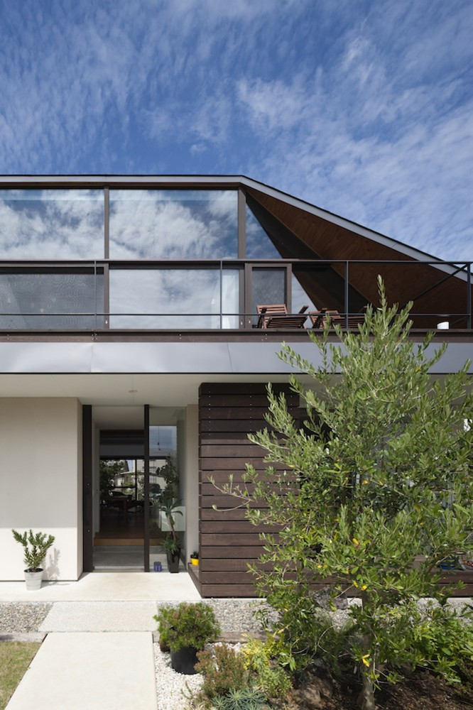 MODERN HOUSE WITH HIPPED GLASS ROOF IN JAPAN FRESHOME COM