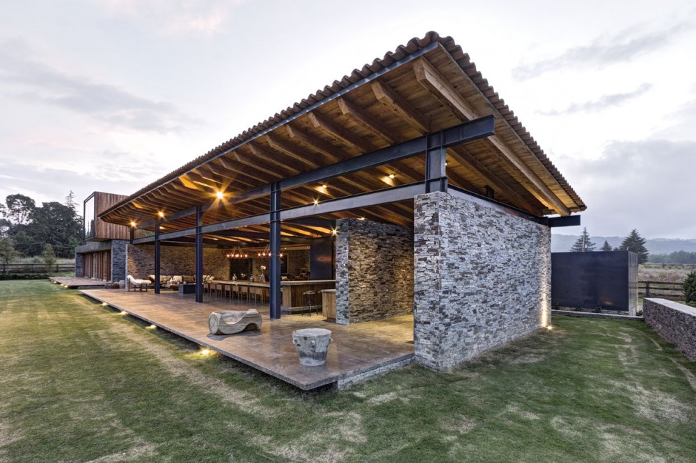 Secluded VR House Conversing with the Outdoors in Mexico