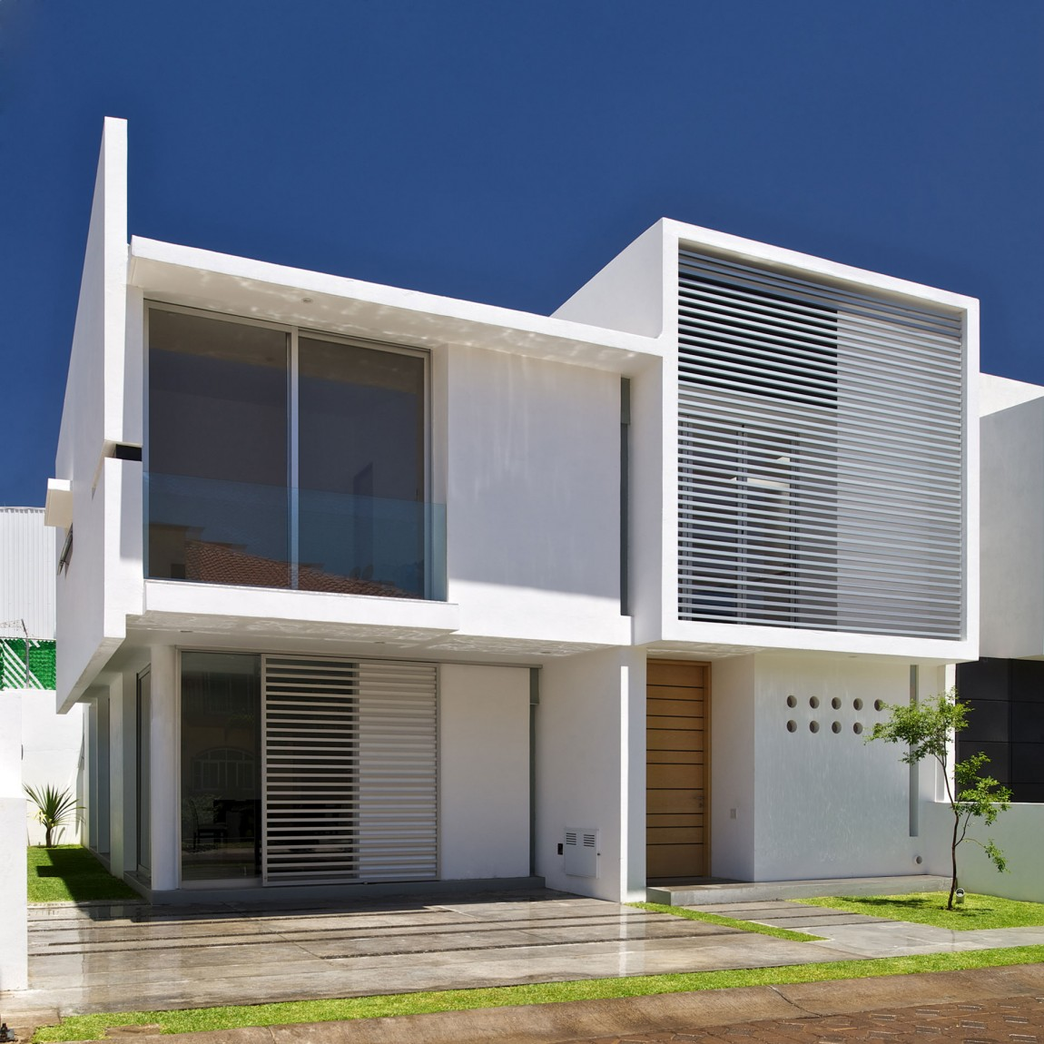 Modern House Design On Small Site Witin A Tight Budget: Architectural Minimalism And Geometric Layouts: Seth