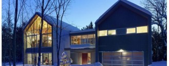 Warm and Inviting Weekend Retreat: Contemporary Collingwood Chalet