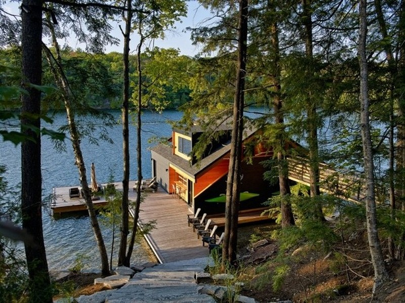 Charming Lake House on Lake Joseph, Canada by Altius Architecture
