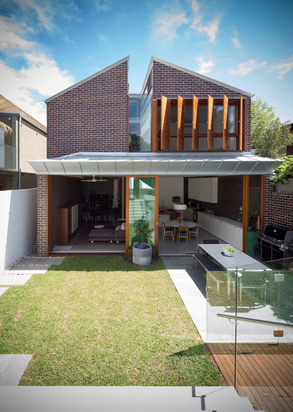 Two Storey Homes Perth: Two-Storey House Split In Two By Carterwilliamson
