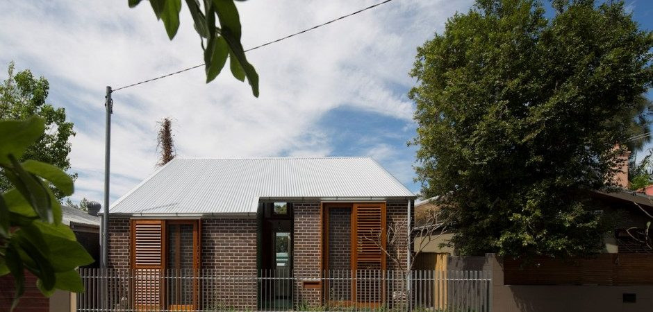 Two-Storey House Split in Two by Carterwilliamson Architects