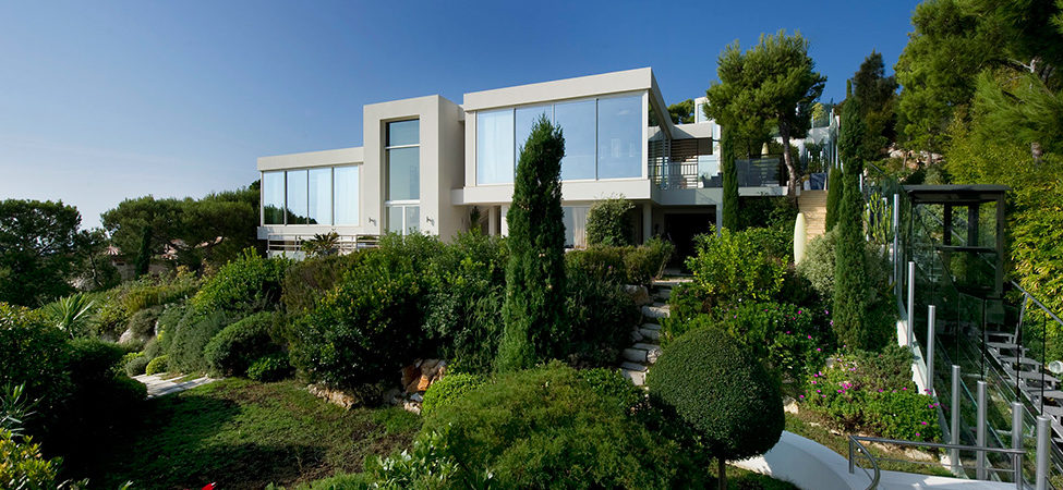 Glass Box in the Sky: French Riviera's CView Modern Villa