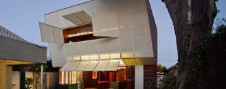 Complex Residence Encouraging Family Interaction: Casa 31_4 Room House