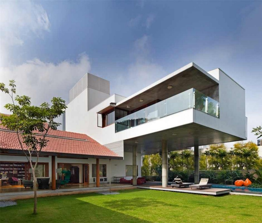 Home Design Ideas Bangalore: Imposing Library House In India Evoking Bangalore's