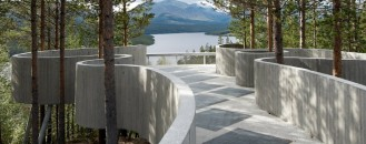 Meandering Through Old Pine Trees: Spectacular Sohlbergplassen Viewpoint in Norway