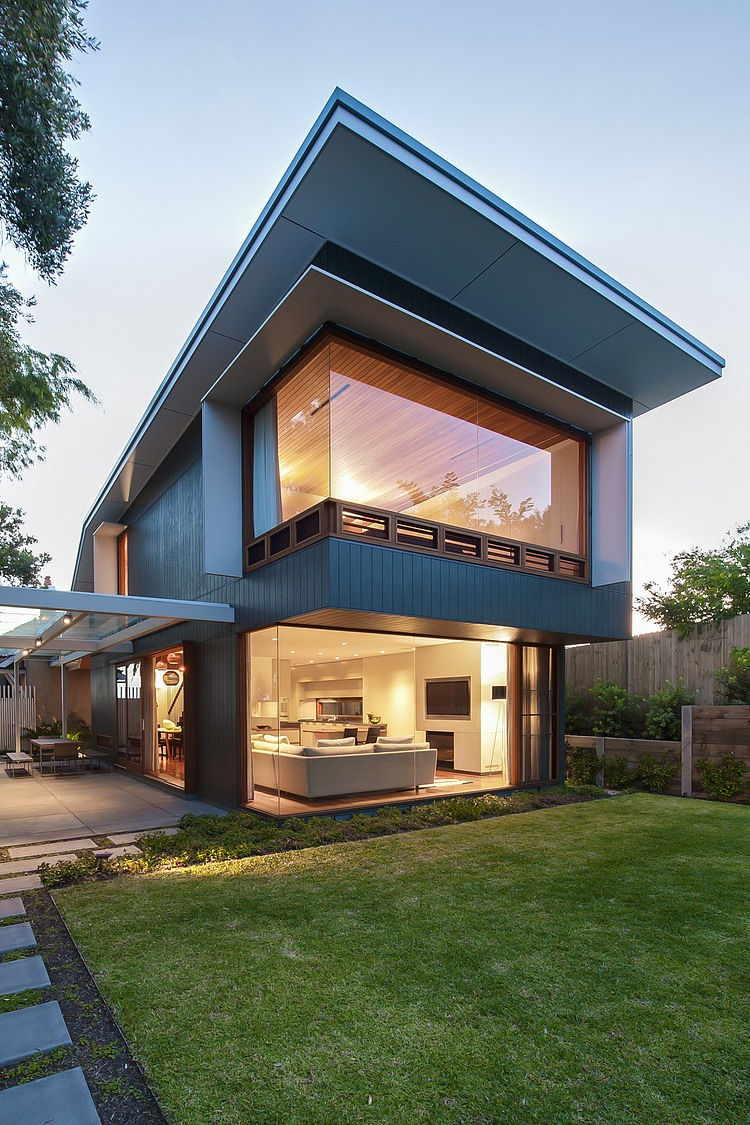 Coogee House in Sydney Featuring a Lovely Glass-Roofed Pergola