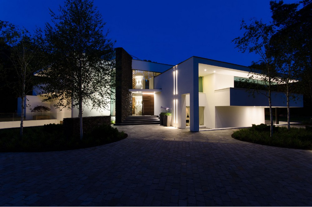 Modern fusion of lighting design and architecture villa noord