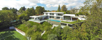 Hillside Dream Home Embedding Dramatic Panoramas Into Casual Californian Lifestyle