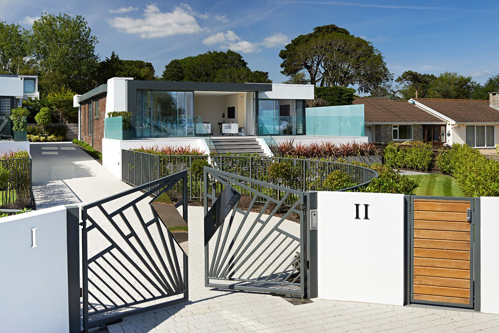Distinguished Pair Of Homes With Contemporary Appeal Collecting Uk