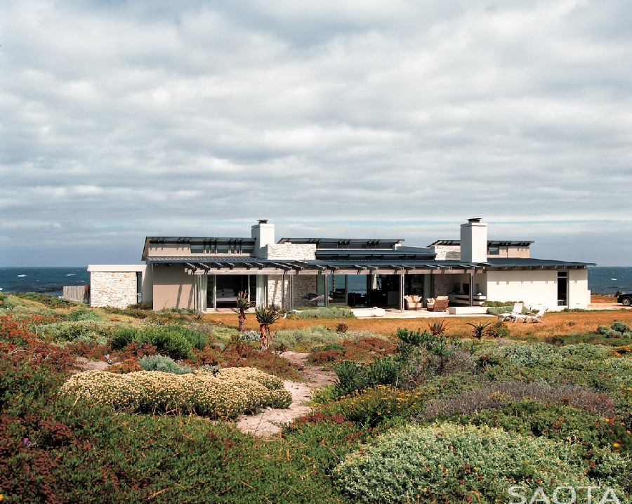 Timeless Residence Inspired by Its Indigenous Surroundings: Sprecher Home by SAOTA