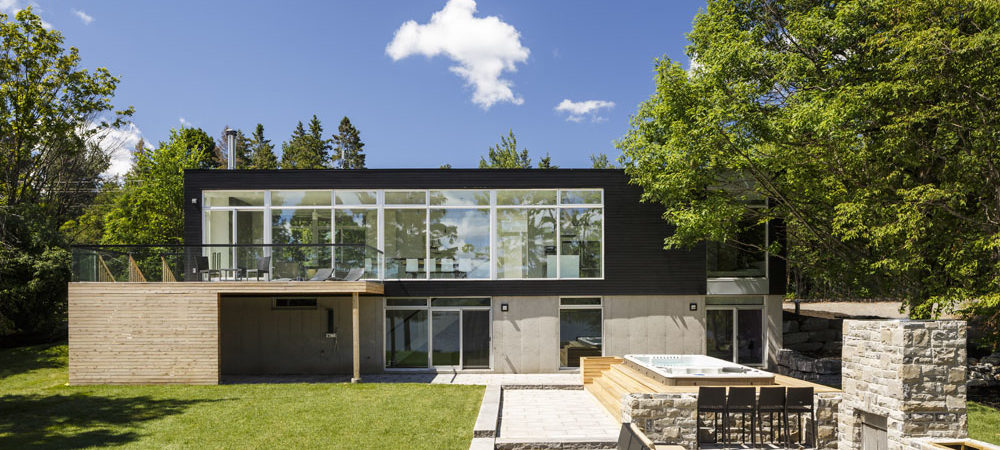 Modern Family Home With Canadian River Panoramas