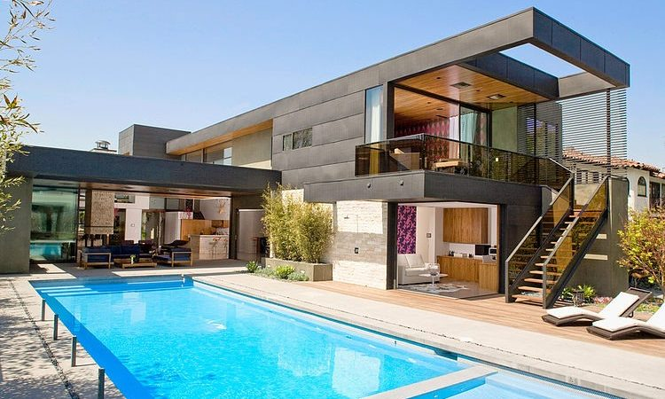 Modern Two-Level Pool House in Los Angeles With a Cheerful Vibe