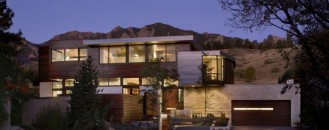 Threshold Between the City and the Mountain Park: Syncline House in Colorado